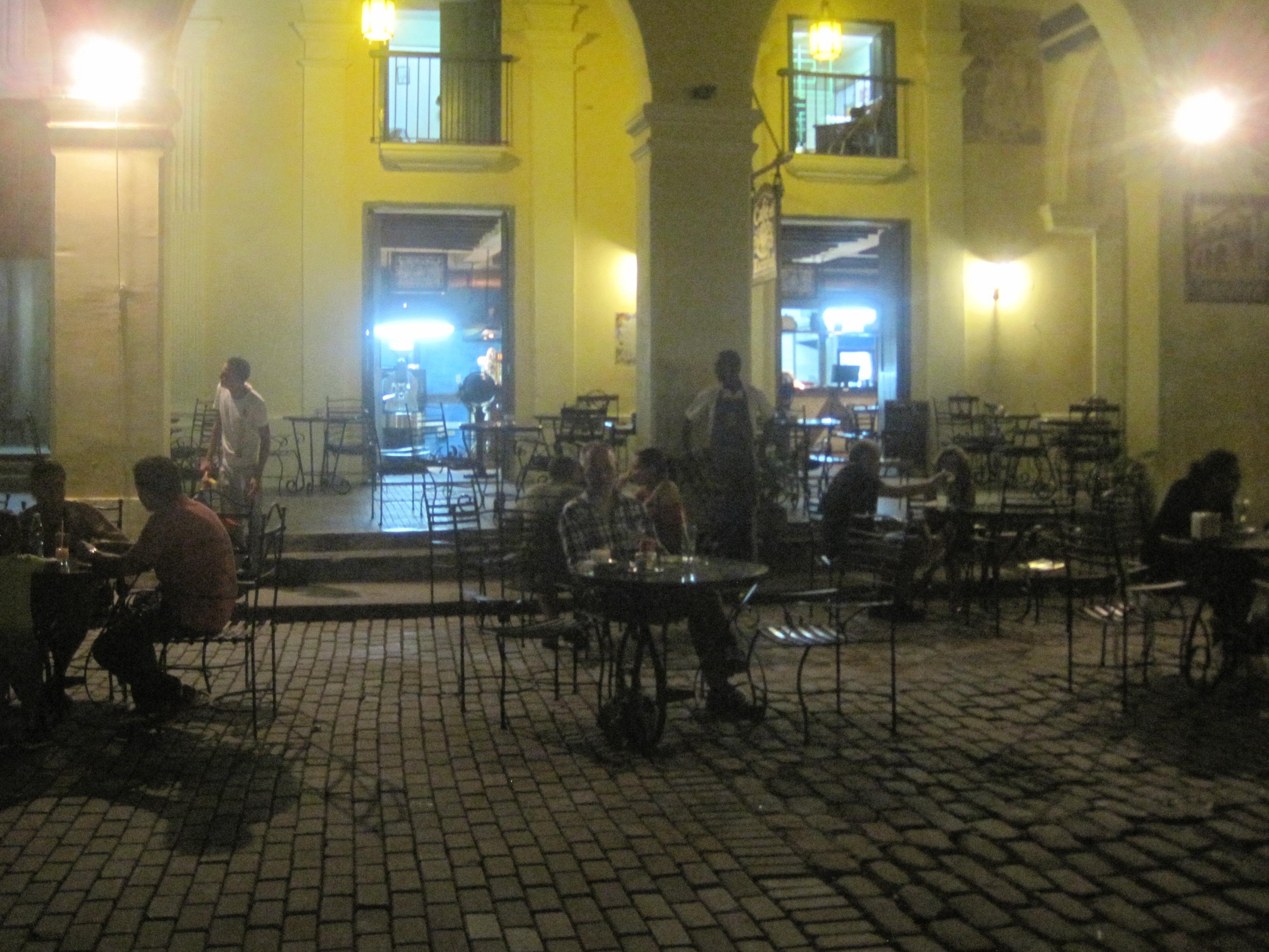 Første aften på Plaza de Vieja.