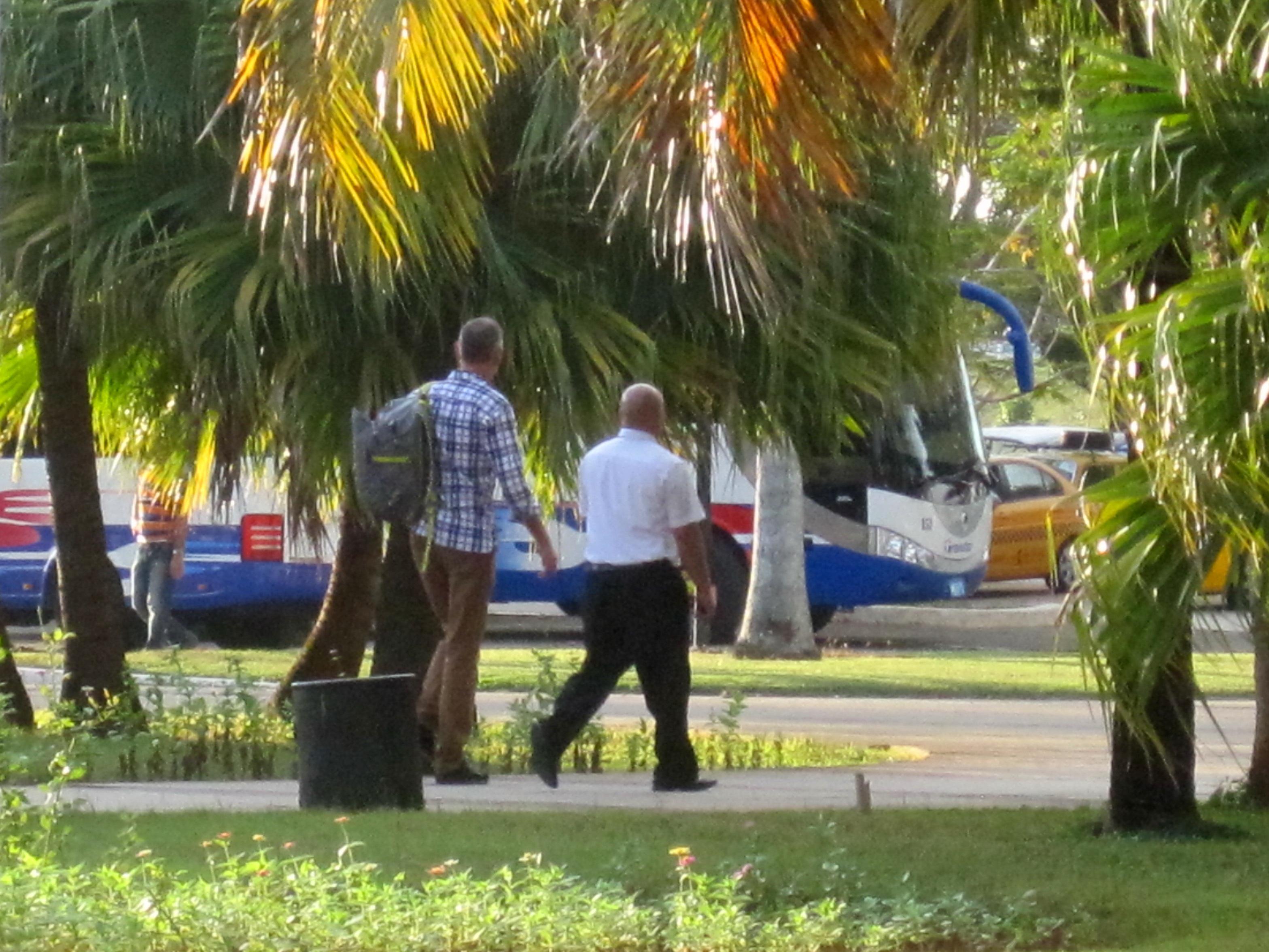 Sol, varme, palmer. Og på vej efter bilen.